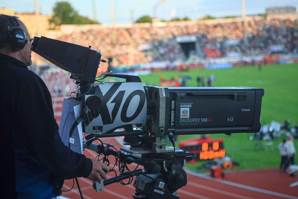 B_0813_I-Movix_X10_stadium