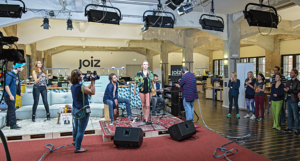 B_0813_Joiz_Berlin_Studio_2_Performer