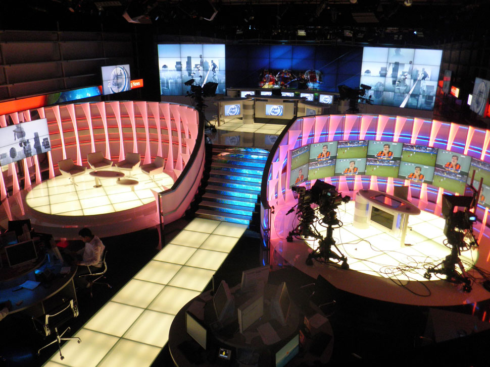 B_0611_WN_Newsstudio