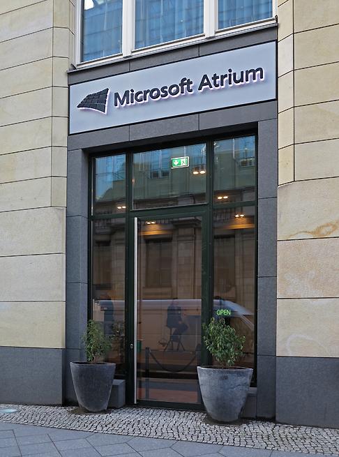 B_0315_TVSummit_MS_Atrium_3