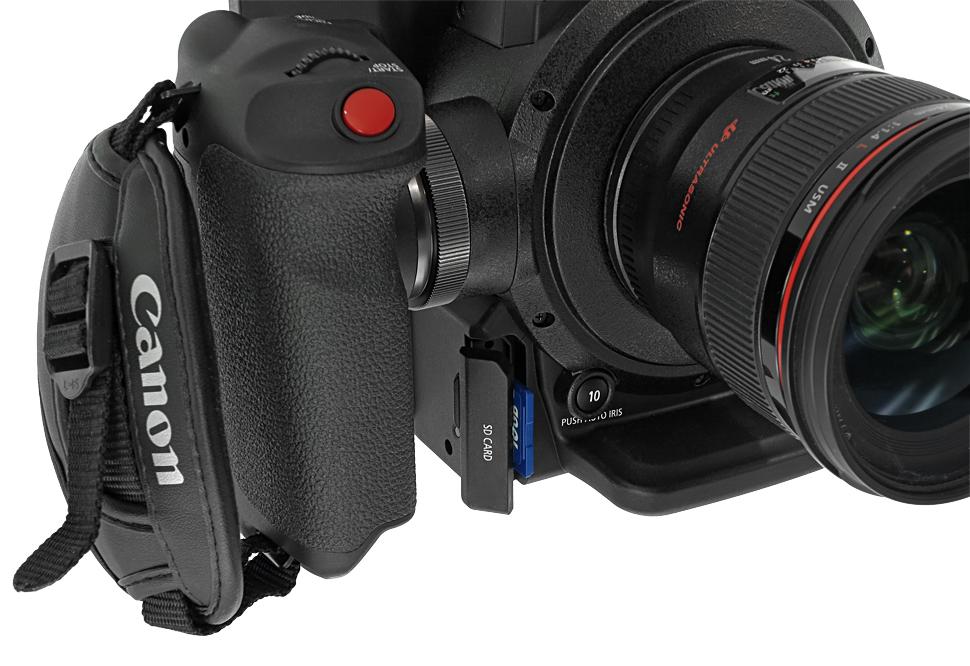 B_1015_Canon_C300_D_SD_Slot