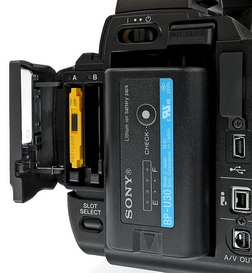B_0613_Sony_150_D_Slot