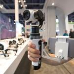 DJI zeigt Handheld-Mount für eigene 4K-Kamera