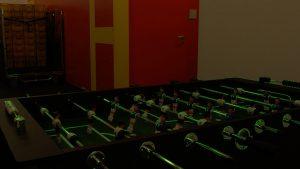 Eine Aufnahme bei Bürolicht durch Neonröhren an der Decke mit Blende F2,8 ohne Gain und …