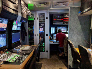 Übertragungswagen von NEP im DEL-Einsatz, innen